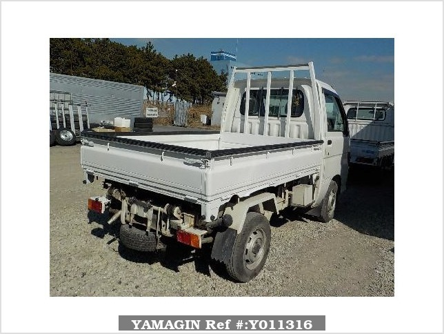 It is a picture of the white daihatsu hijet truck in 1996,Sub Photo 14 Stock No.Y011316