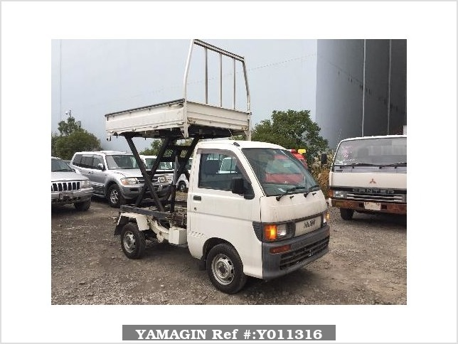 It is a picture of the white daihatsu hijet truck in 1996,Sub Photo 0 Stock No.Y011316