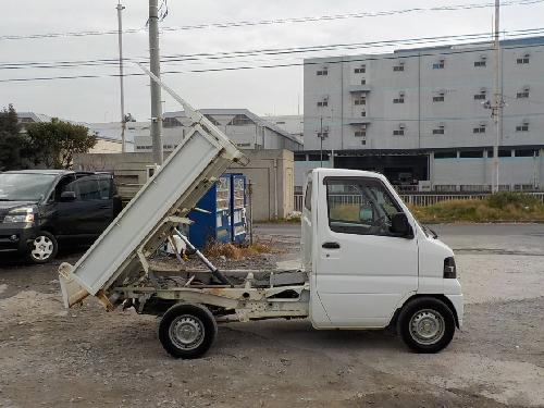 It is a picture of the white nissan clipper dump in 2007,First Photo Stock No.Y012430
