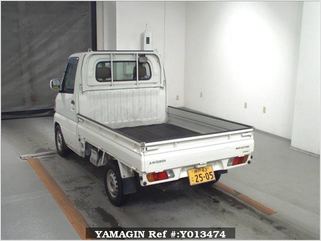 It is a picture of the white mitsubishi minicab in 2002,Sub Photo 1 Stock No.Y013474
