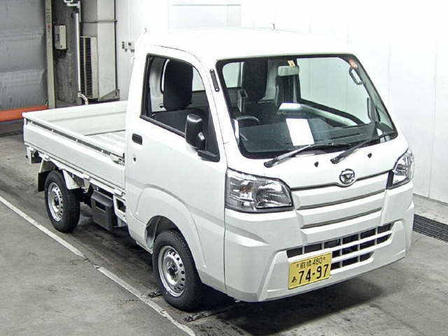 It is a picture of the white daihatsu hijet  truck in 2017,First Photo Stock No.Y013518