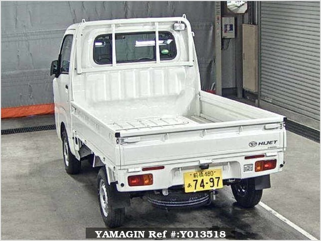 It is a picture of the white daihatsu hijet  truck in 2017,Sub Photo 1 Stock No.Y013518