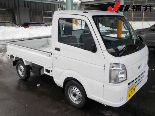 It is a picture of the white nissan nt100 clipper in 2017,First Photo Stock No.Y013974