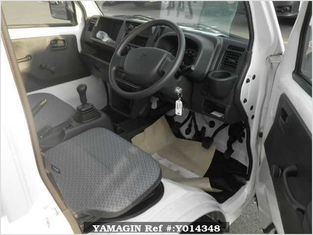 It is a picture of the white suzuki carry  in 2017,Sub Photo 4 Stock No.Y014348