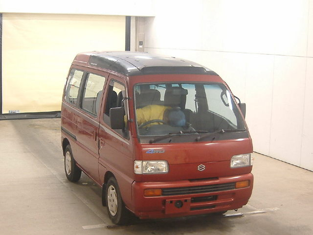 It is a picture of the red suzuki every in 1992,First Photo Stock No.Y014579