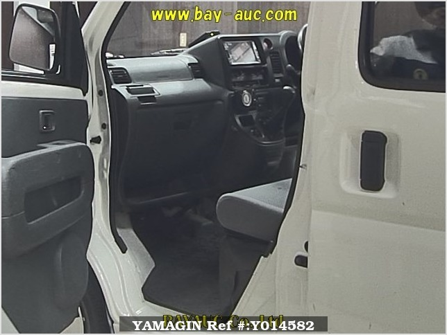 It is a picture of the white daihatsu hijet  in 2006,Sub Photo 4 Stock No.Y014582