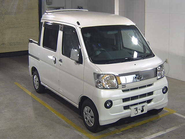 It is a picture of the pearl daihatsu hijet in 2016,First Photo Stock No.Y014962