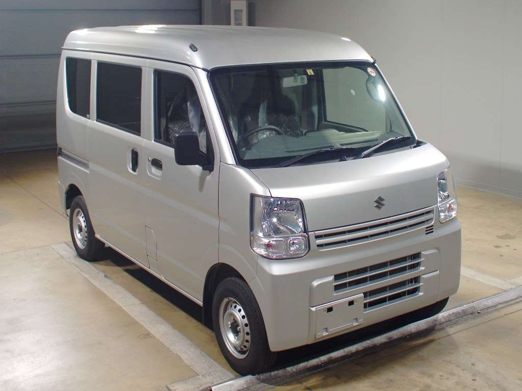 It is a picture of the silver suzuki every in 2017,First Photo Stock No.Y015335