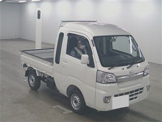 It is a picture of the white daihatsu hijet  in 2018,First Photo Stock No.Y015495
