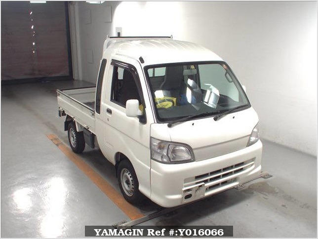 It is a picture of the white daihatsu hijet jumbo in 2013,Sub Photo 0 Stock No.Y016066