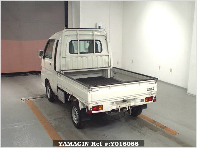 It is a picture of the white daihatsu hijet jumbo in 2013,Sub Photo 1 Stock No.Y016066