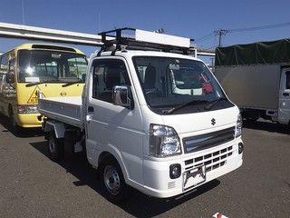It is a picture of the white suzuki carry  in 2016,First Photo Stock No.Y016236