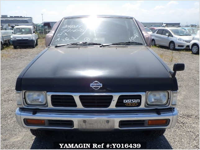 It is a picture of the black 2 nissan datsun truck in 1993,Sub Photo 1 Stock No.Y016439