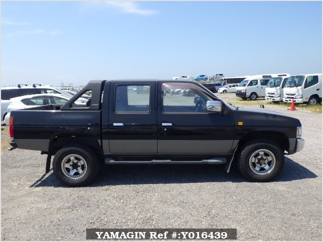 It is a picture of the black 2 nissan datsun truck in 1993,Sub Photo 6 Stock No.Y016439