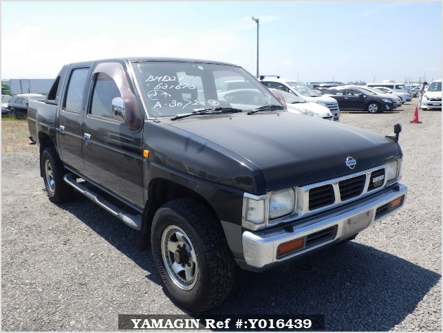 It is a picture of the black 2 nissan datsun truck in 1993,Sub Photo 0 Stock No.Y016439