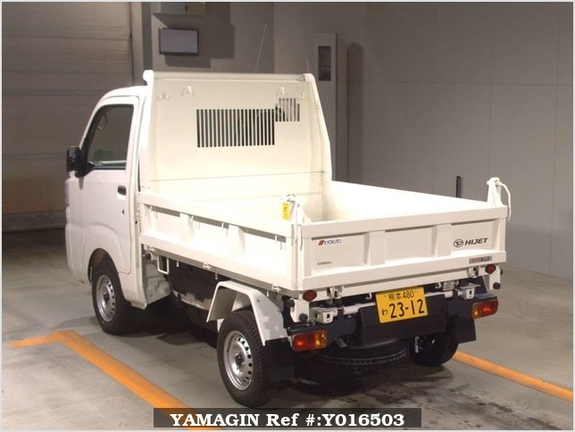 It is a picture of the white daihatsu hijet  in 2017,Sub Photo 1 Stock No.Y016503