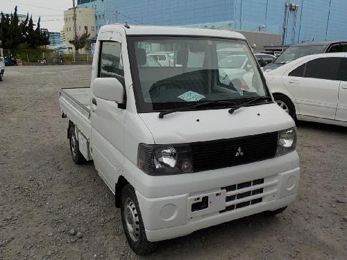 It is a picture of the white mitsubishi minicab truck in 2001,First Photo Stock No.Y016527