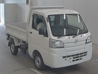 It is a picture of the white daihatsu hijet  in 2017,First Photo Stock No.Y016567
