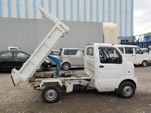 It is a picture of the white suzuki carry dump in 2012,First Photo Stock No.Y016636