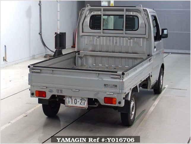 It is a picture of the silver suzuki carry  truck in 2004,Sub Photo 5 Stock No.Y016706