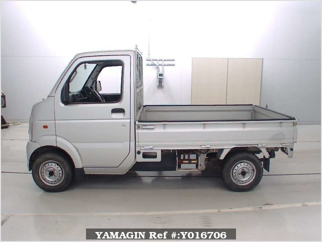 It is a picture of the silver suzuki carry  truck in 2004,Sub Photo 3 Stock No.Y016706