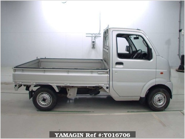 It is a picture of the silver suzuki carry  truck in 2004,Sub Photo 2 Stock No.Y016706