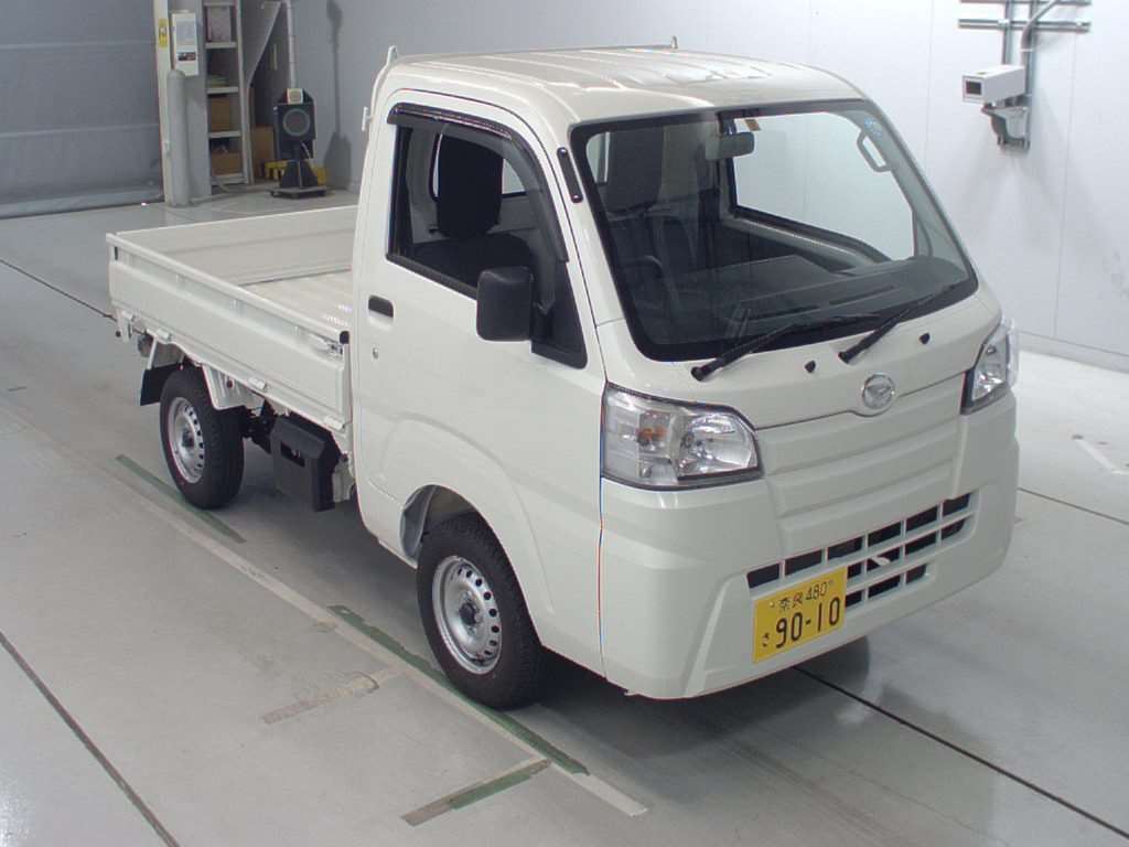 It is a picture of the white daihatsu hijet dump in 2018,First Photo Stock No.Y016709