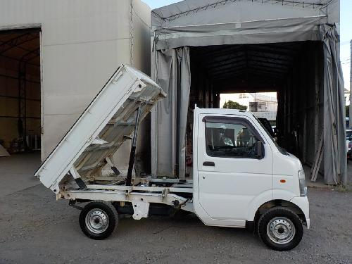 It is a picture of the white suzuki carry dump in 2013,First Photo Stock No.Y016845