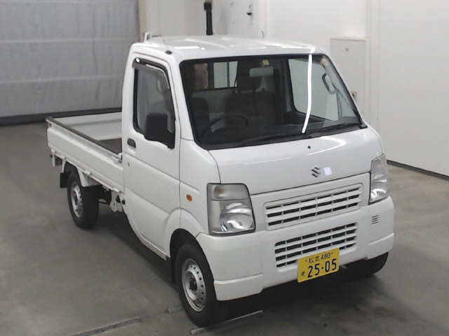 It is a picture of the white suzuki carry  truck in 2013,First Photo Stock No.Y016866