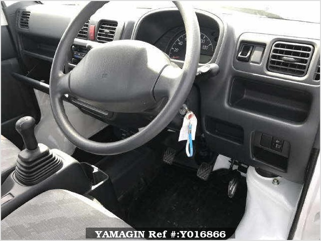 It is a picture of the white suzuki carry  truck in 2013,Sub Photo 2 Stock No.Y016866