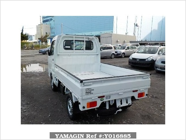 It is a picture of the white nissan nt100 clipper truck in 2018,Sub Photo 3 Stock No.Y016885