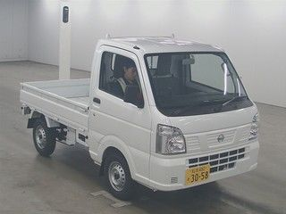 It is a picture of the white nissan nt100 clipper truck in 2018,First Photo Stock No.Y017003