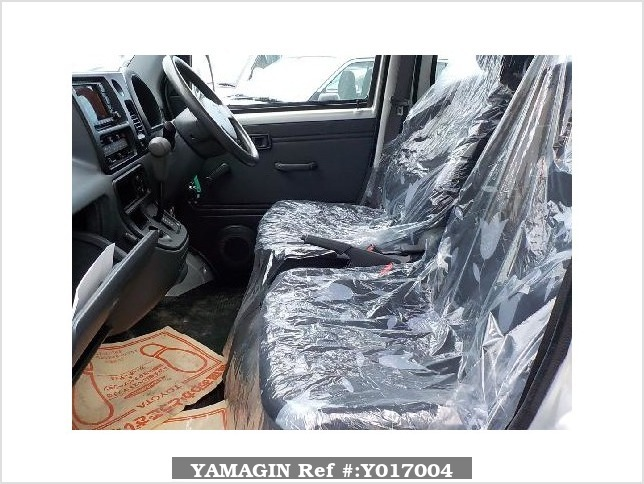 It is a picture of the silver daihatsu hijet  deck van in 2005,Sub Photo 6 Stock No.Y017004