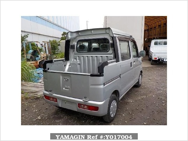 It is a picture of the silver daihatsu hijet  deck van in 2005,Sub Photo 2 Stock No.Y017004