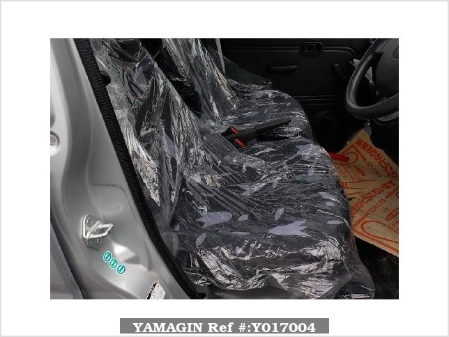 It is a picture of the silver daihatsu hijet  deck van in 2005,Sub Photo 5 Stock No.Y017004