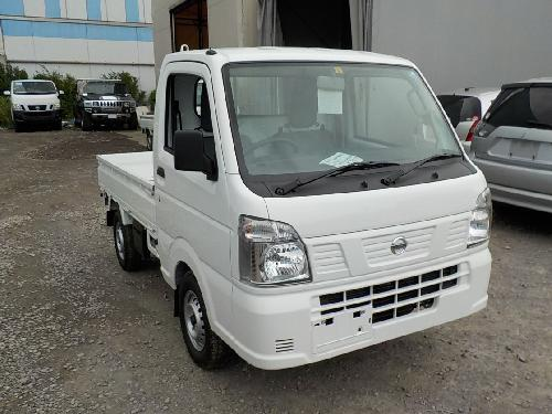 It is a picture of the white nissan nt100 clipper truck in 2018,First Photo Stock No.Y017006