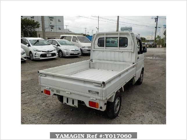 It is a picture of the white suzuki carry  truck in 2004,Sub Photo 1 Stock No.Y017060