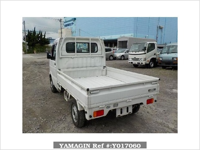 It is a picture of the white suzuki carry  truck in 2004,Sub Photo 2 Stock No.Y017060