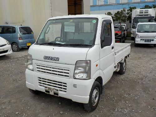 It is a picture of the white suzuki carry  truck in 2004,First Photo Stock No.Y017060