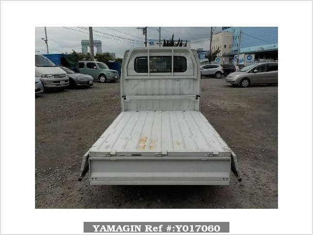 It is a picture of the white suzuki carry  truck in 2004,Sub Photo 3 Stock No.Y017060