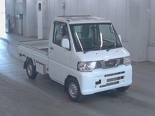 It is a picture of the white nissan nt100 clipper in 2012,First Photo Stock No.Y017061