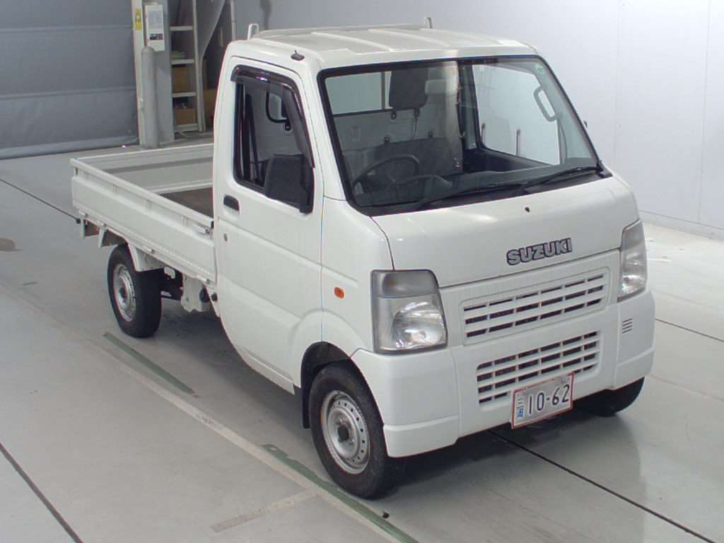 It is a picture of the white suzuki carry  truck in 2006,First Photo Stock No.Y017081