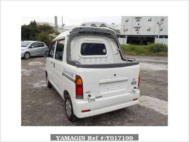 It is a picture of the white daihatsu hijet  deck van in 2002,Sub Photo 3 Stock No.Y017199