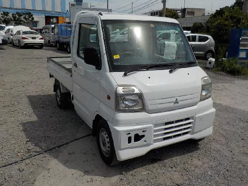 It is a picture of the white mitsubishi minicab truck in 2000,First Photo Stock No.Y017400