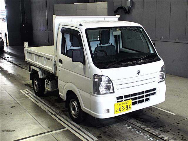 It is a picture of the white suzuki carry in 2014,First Photo Stock No.Y017507