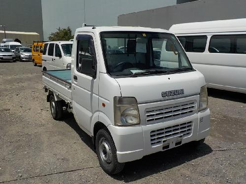 It is a picture of the white suzuki carry truck in 2004,First Photo Stock No.Y017527