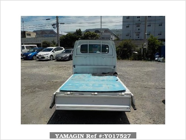 It is a picture of the white suzuki carry truck in 2004,Sub Photo 4 Stock No.Y017527