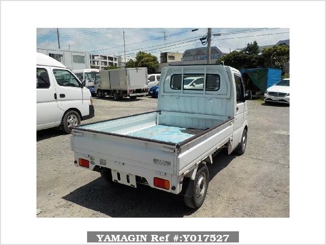 It is a picture of the white suzuki carry truck in 2004,Sub Photo 2 Stock No.Y017527