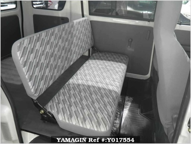 It is a picture of the white daihatsu hijet  in 2004,Sub Photo 8 Stock No.Y017554