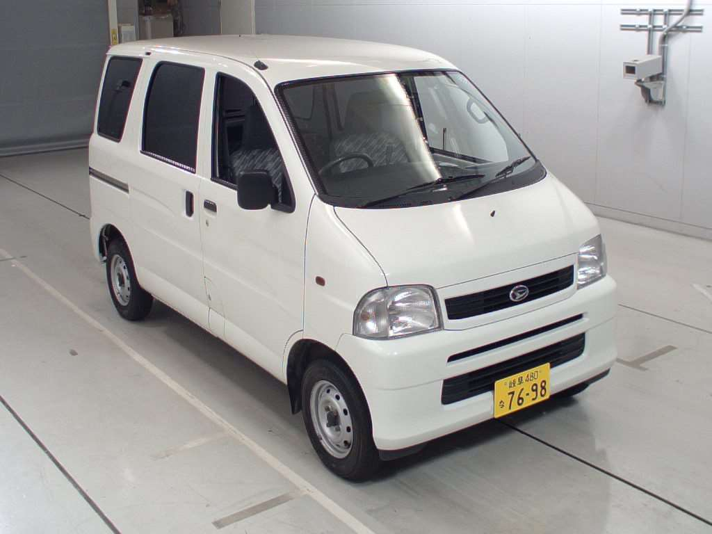 It is a picture of the white daihatsu hijet  in 2004,First Photo Stock No.Y017554